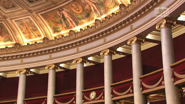 Сенат Франции проголосовал запродление режимаЧП наполгода