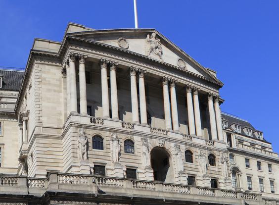 Банк Англии неожиданно оставил ставку на уровне 0,5%