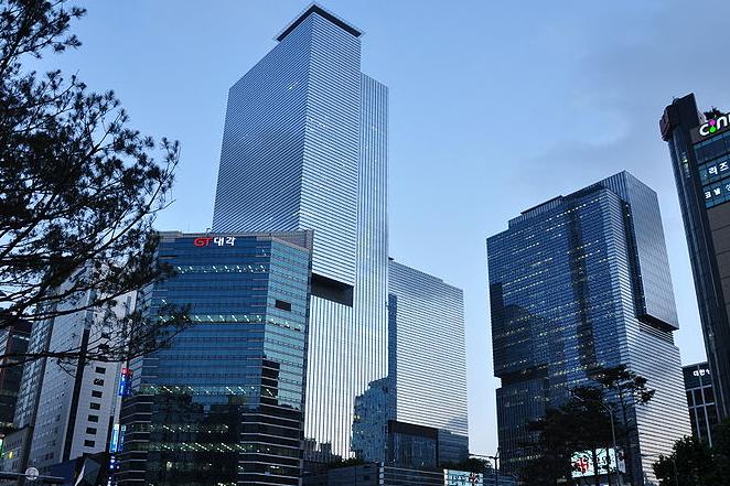 Чистая прибыль Самсунг Electronics вIII квартале упала на16,8%