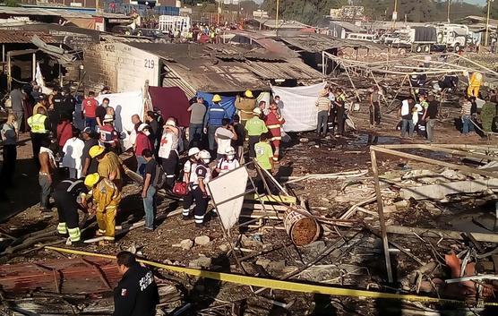 Десятки человек пострадали при взрыве нарынке фейерверков вМексике
