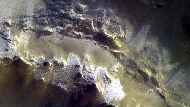 Зонд ExoMars получил первые цветные фотографии Марса, восхитившие учёных