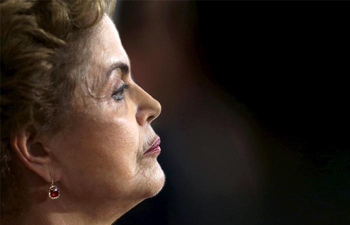 Сенат Бразилии проголосовал заотстранение президента Руссефф отвласти