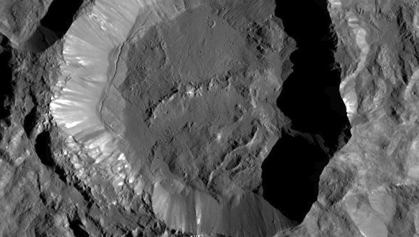 NASA показало новые детальные снимки Цереры