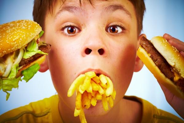О самой вредной для детей еде рассказали ученые