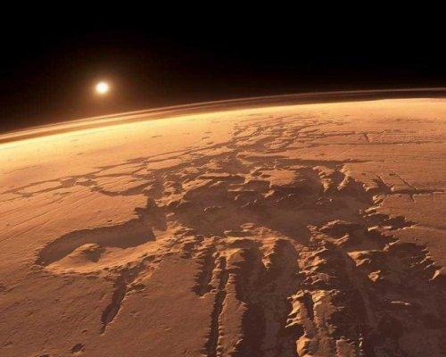 Ученые нашли на поверхности Марса гигантский ледник