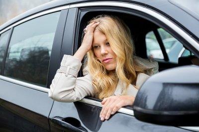 Медработники  пояснили , почему некоторых людей укачивает вавтомобиле
