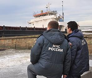 Иранский сухогруз врезался в опору старого моста через реку Волга.