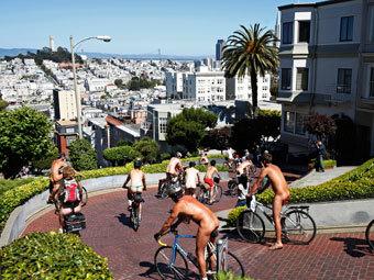 Без одежды на улице на фото 340-177