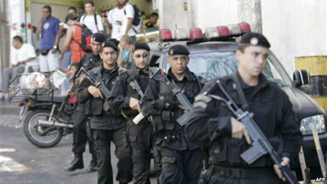ВРио-де-Жанейро футбольный болельщик пытался пронести настадион взрывчатку
