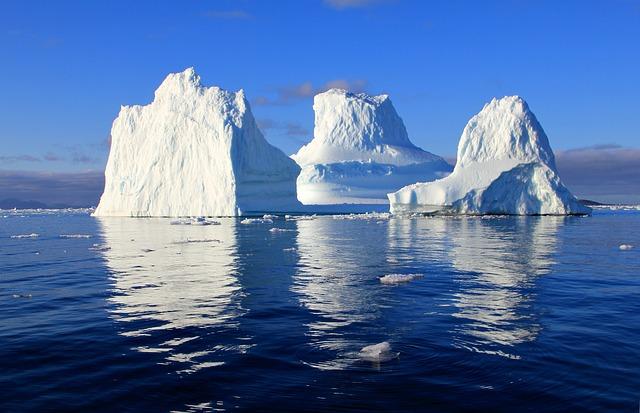 NASA обнародовало кадры гигантского айсберга