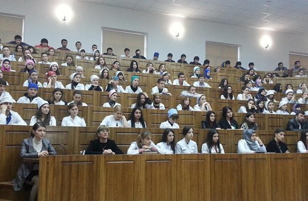 Учитель разделся догола перед студентами-медиками вМахачкале