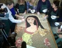 Портрет Джоконды был выложен из спагетти, телятины, алтайских сыров, краснодарского риса и отечественных мидий