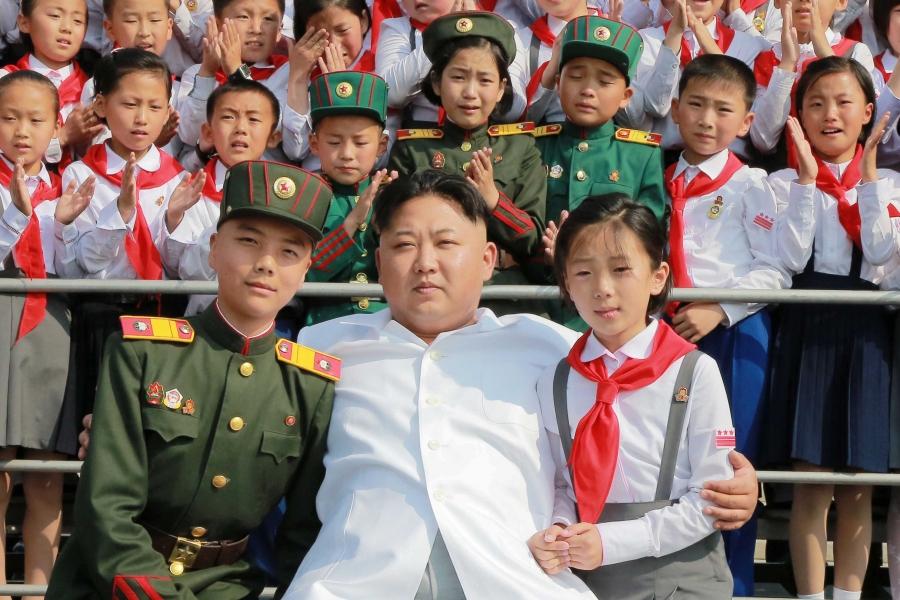 ВКНДР люди массово собирают фольгу для защиты отспутников-шпионов