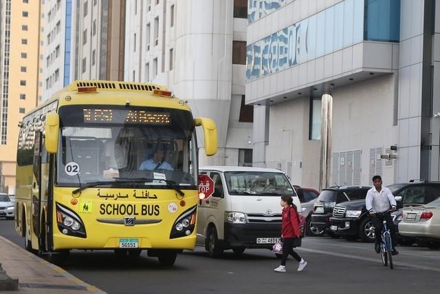 При столкновении трёх автобусов впригороде Абу-Даби пострадало около 50 человек