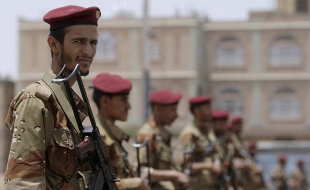 Террорист-смертникИГ подорвал автомобиль вЙемене: погибли неменее 60 человек