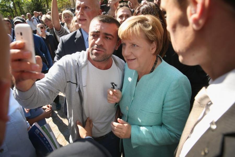 Власти Германии предложат мигрантам «либеральный ислам»