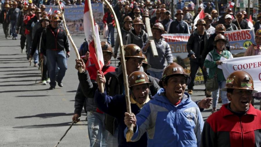 ВБоливии шахтеры убили замглаву МВД Илайнеса