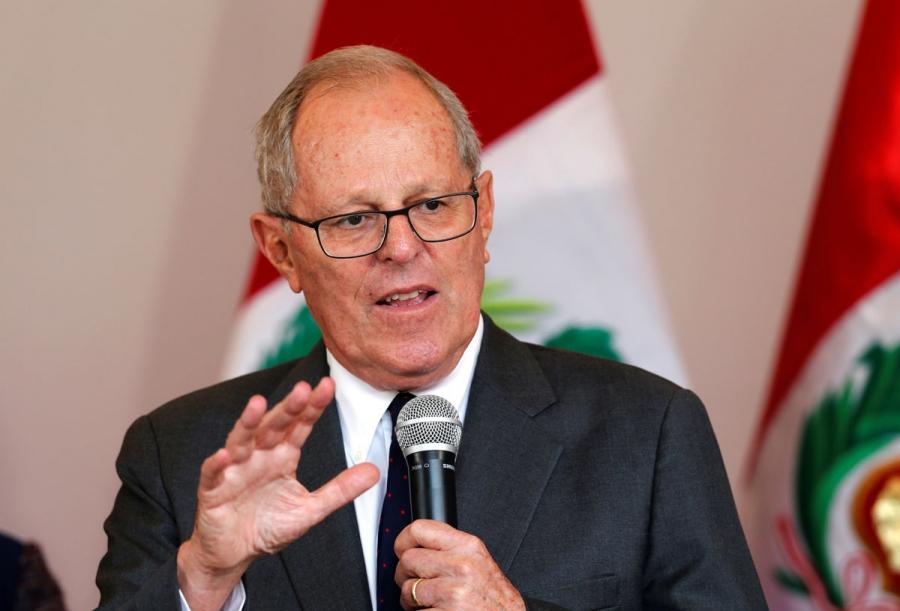 77-летний президент Перу провел зарядку вместе с руководством