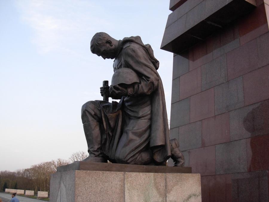 ВПольше 229 монументов Советской армии перенесут вмузей под открытым небом