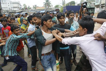 Сто человек пострадали вБангладеш впроцессе потасовки после просмотра ТВ-шоу