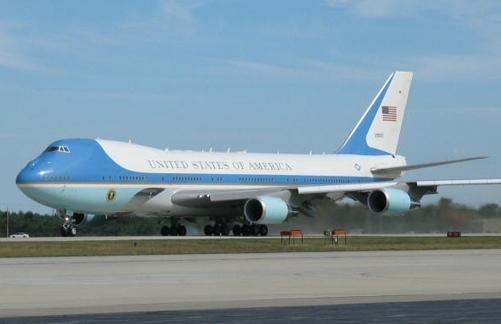 Акции United Airlines обрушились после грубой высадки «лишнего» пассажира