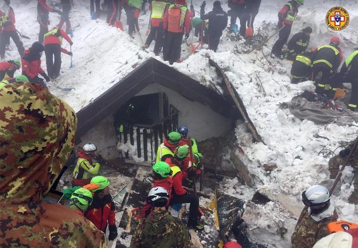 В Италии завершилась спасательная операция на месте схода лавины на отель