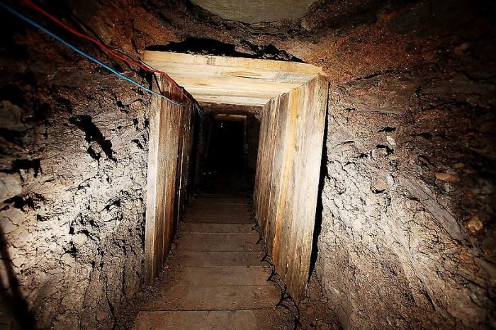 ВМексике раскрыли 2 тоннеля для отправки наркотиков вКалифорнию