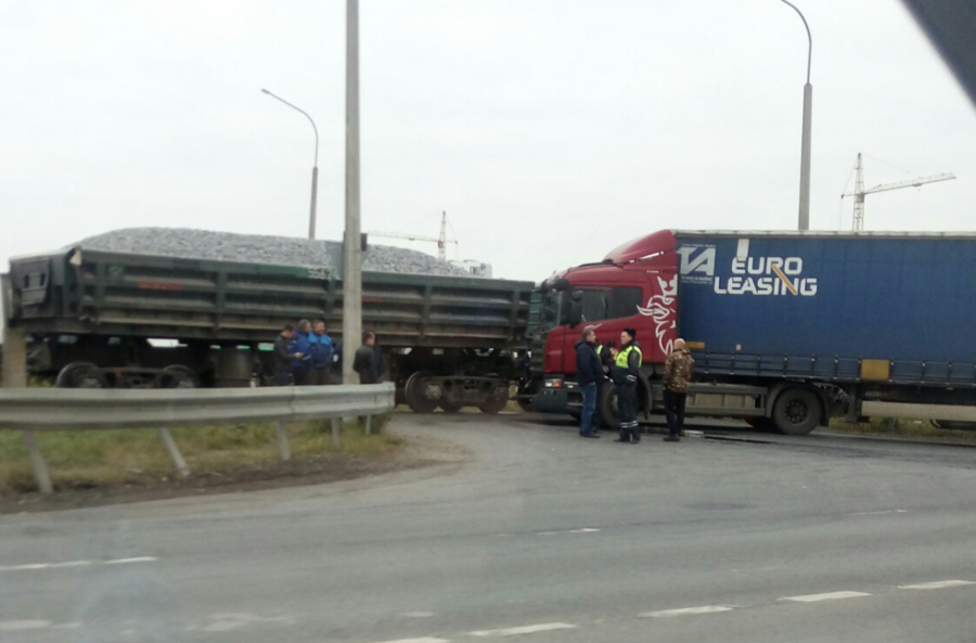 ВСША пассажирский поезд набольшой скорости врезался в грузовой автомобиль