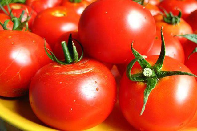 ВТурции торговец закидал помидорами вооруженного мужчину