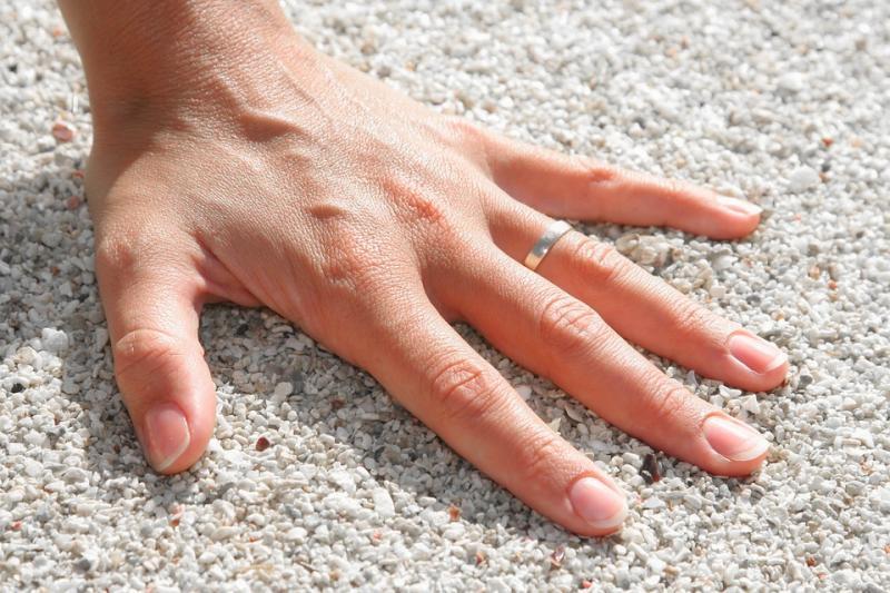 Ученые отыскали неповторимую связь между длиной пальцев и заработками человека
