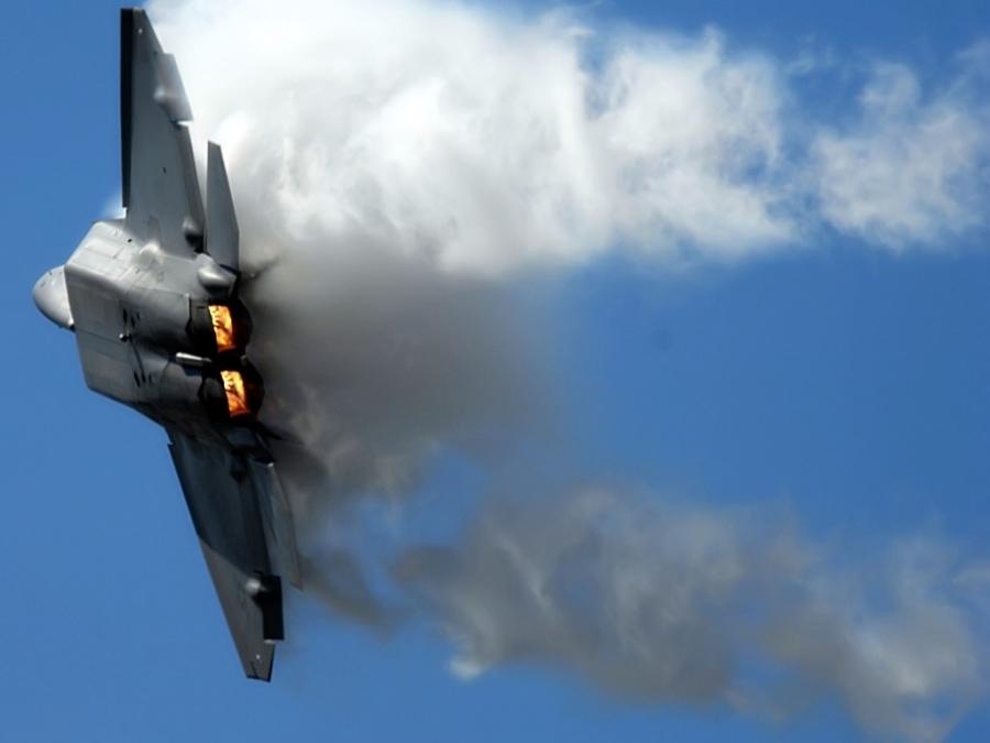 Наавиабазе вГреции при посадке зажегся истребитель