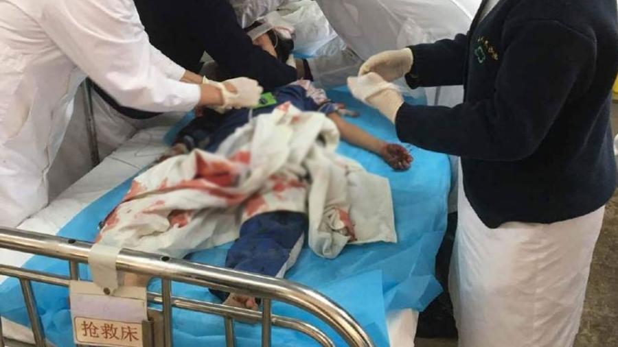 Школьников вКитайской народной республике атаковал мужчина сножом