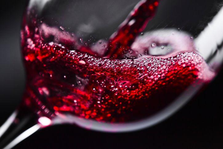 Американские ученые сообщили, что пить вино перед сном полезно
