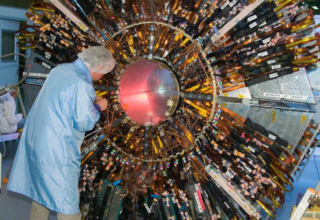 Адронный коллайдер несомненно поможет ученым открыть пятое измерение