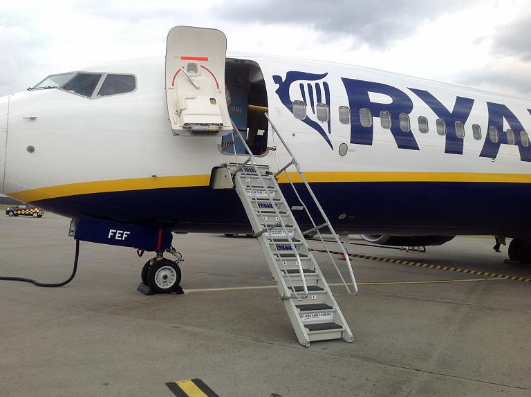 ВМадриде опоздавший нарейс пассажир пытался догнать самолет наВПП