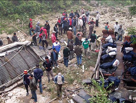 ВНепале 30 пассажиров автобуса стали жертвами трагедии