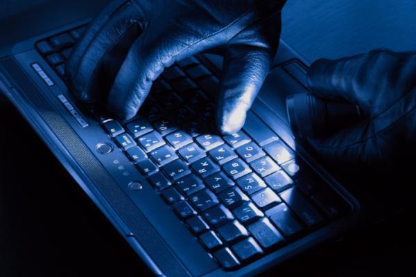 Хакеры взломали базу данных министерства внутренней безопасности США...