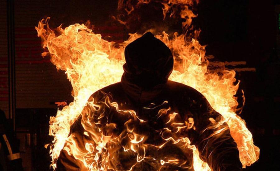 ВБерлине семеро молодых людей пытались сжечь спящего бомжа